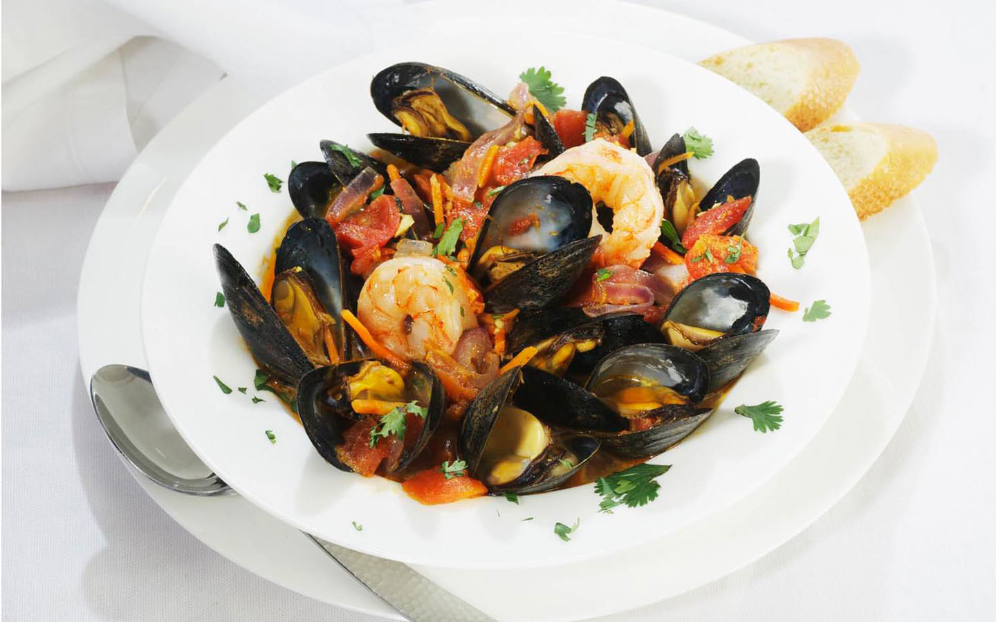 Mussels and shrimp in light curry