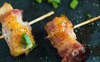 Bacon wrapped chicken bites with mango chutney min